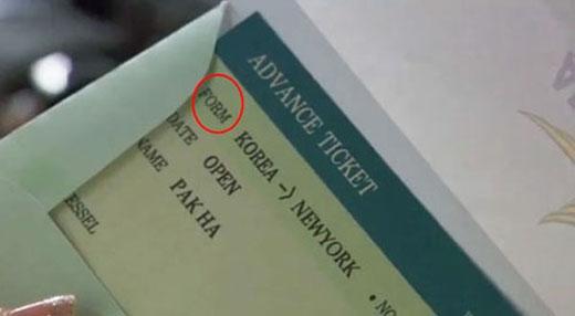 """Cũng trong""""Hoàng tử gác mái"""",chiếc vé máy bay của Park Ha (Han Ji Min)bị in nhầm """"FROM"""" thành """"FORM""""."""