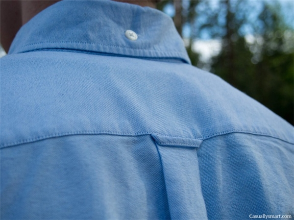 Nút áo ở phía đằng sau trông có vẻ thừa nhưng thực chất không hề đâu ha.