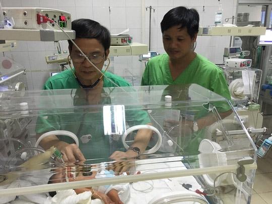 Em bé đang được chăm sóc đặc biệt tại BV Phụ sản Trung ương