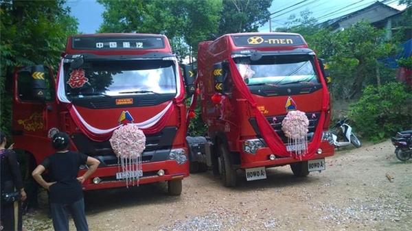 Hình ảnh hai chiếc xe container được trang trí cầu kì để đi đón dâu. (Ảnh: Internet)