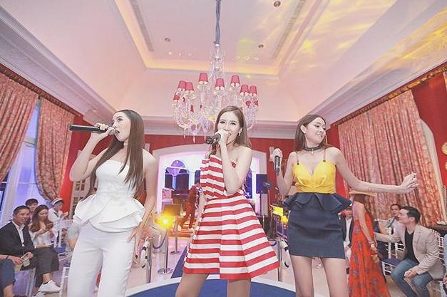 Fuang có thể múa và hát rất tốt dân ca Thái Lan, và cả nhạc hiện đại.