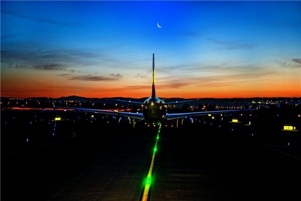Khi máy bay chuẩn bị cất cánh tại sân bay Ben Gurion.(Ảnh: Business Insider)