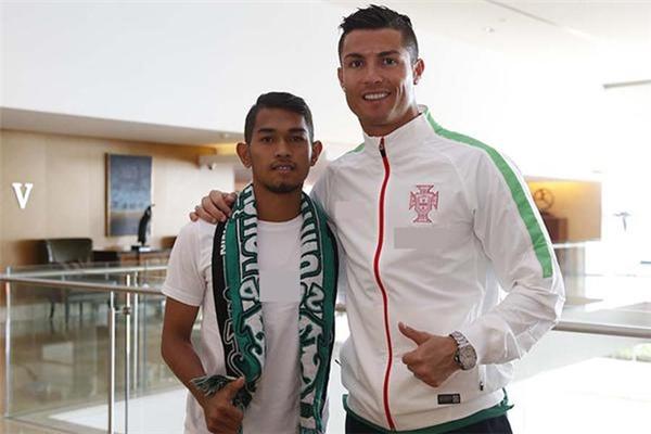 Với Martunis, thần tượng Ronaldo luôn là số 1.(Ảnh: Independent)
