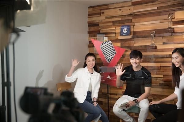 Vấn đề Phụ nữ lái xe có an toàn hay không?cũng chính là nội dung mà Trà Ngọc Hằng cùng ca sĩ Tim cùng bàn luận trong một chuyên mục hoàn toàn mớisắp lên sóng chương trình Trong Thế Giới Xe(phát sóng lúc17 giờ, thứ 7 hàng tuần trên kênh HTV7).