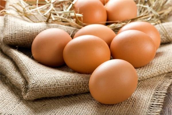 Thành phần dinh dưỡng của trứng gà rất tốt cho sức khỏe, tim mạch.