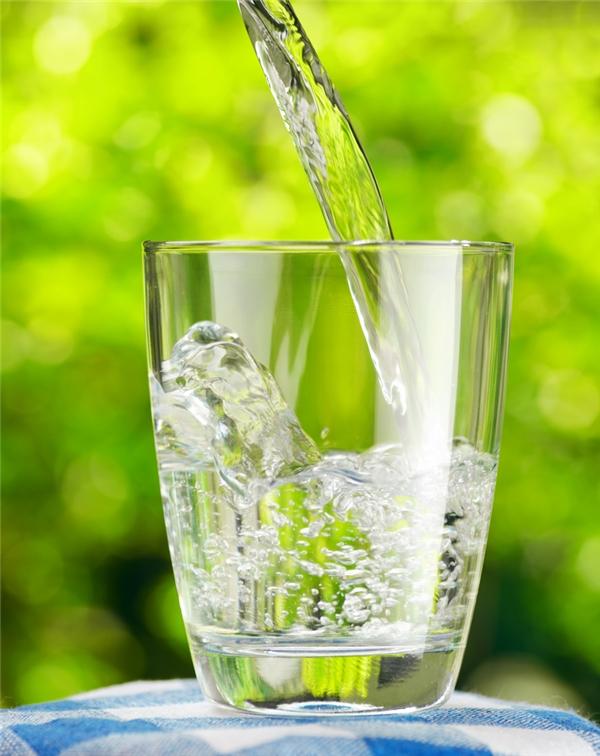 Có khá nhiều người bỏ qua lời khuyênuống đủ nước thường xuyên.
