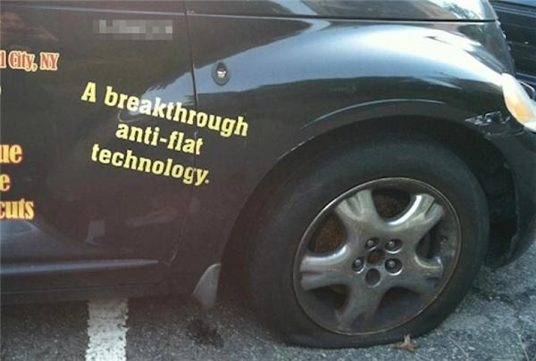 """""""Công nghệ chống xẹp lốp đột phá"""". Thế bánh xe này là đang lâm vào tình cảnh thảm thương gì thế này?"""