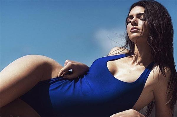 Kendall Jenner ngày càng chứng minh được cô không hề thua kém thiên thần Victoria's Secret nào về sự gợi cảm.