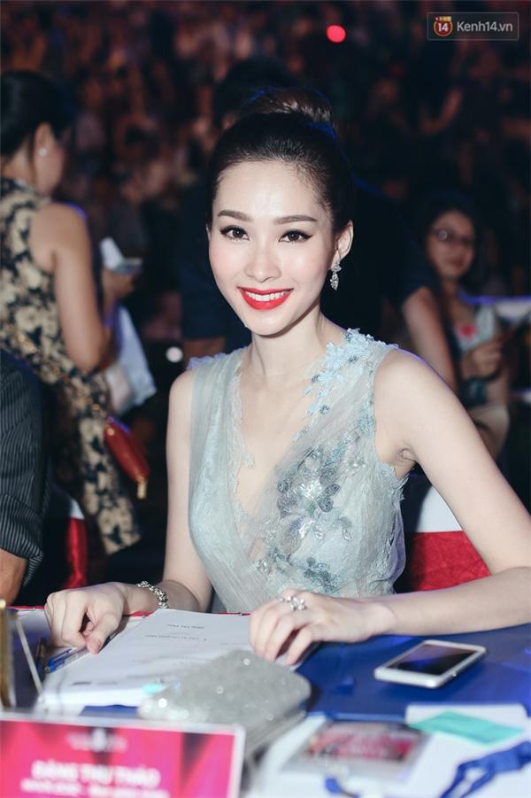 Thu Thảo xinh đẹp hút hồn trên hàng ghế giám khảo Hoa hậu Việt Nam 2016.(Ảnh: Trí thức trẻ).
