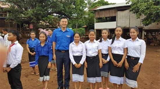 Anh tích cực tham gia công tác của Đoàn thanh niên.