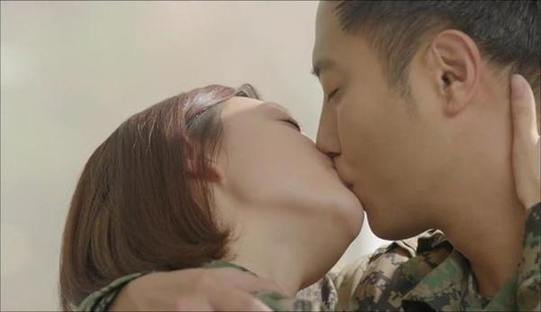 Sẽ có những nụ hôn mãnh liệt cho cả hai cảm giác như muốn tan vào nhau. (Ảnh minh họa)