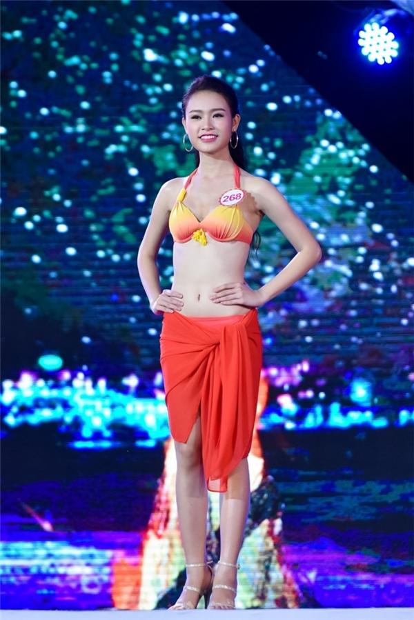 Cô gái xinh xắn đến từ Hà Nội mang SBD 268 - Phùng Bảo Ngọc Vân thu hút người hâm mộ bởi đường cong gợi cảm.