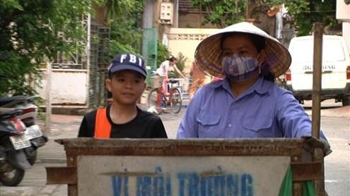 Quang Anh phụ giúp mẹ trong công việc sau mỗi giờ học. - Tin sao Viet - Tin tuc sao Viet - Scandal sao Viet - Tin tuc cua Sao - Tin cua Sao