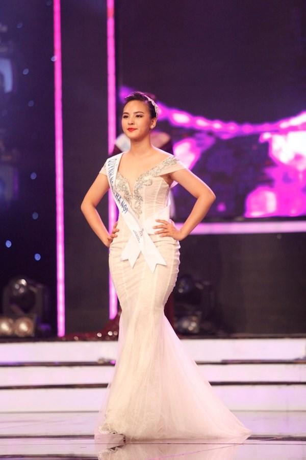 Theo một số dự đoán, có lẽ chiều cao 1m65 của Quỳnh Nga chính là trở ngại lớn khiến cô không đạt được thành tích như mong muốn. Cô gái đến từ thủ đô Hà Nội cũng là nhan sắc có chiều cao hạn chế nhất tại Hoa khôi Áo dài Việt Nam 2016.