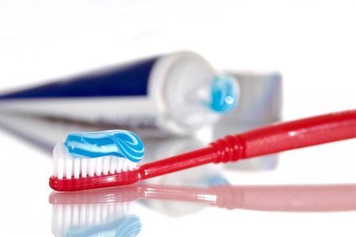 Dùng kem đánh răng loại bỏ vết trầy xước. (Ảnh: internet)