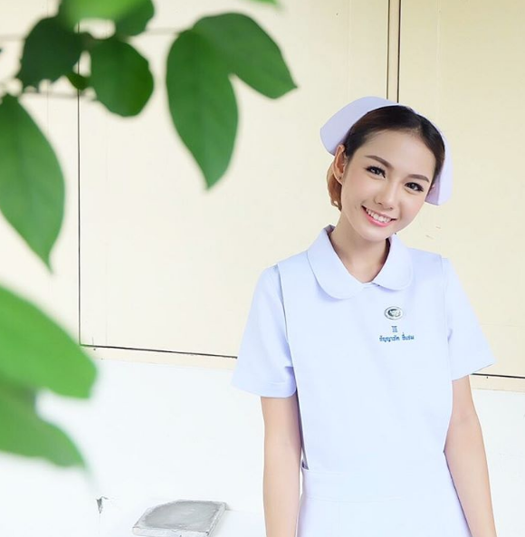 Ngất ngây với nữ y tá siêu đẹp vạn người mê
