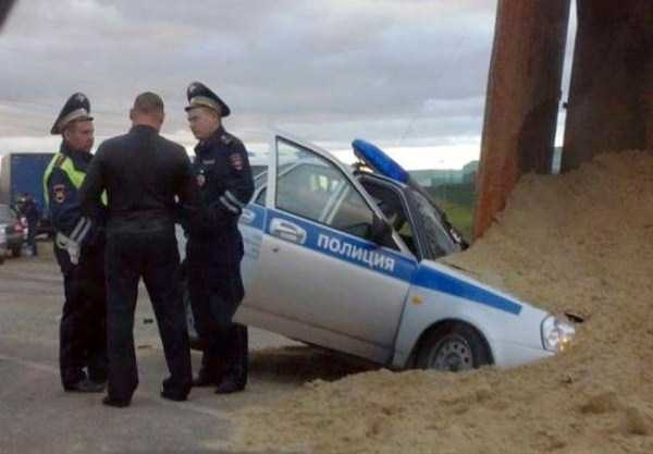 Đến cả xe cảnh sát cũng không là ngoại lệ.