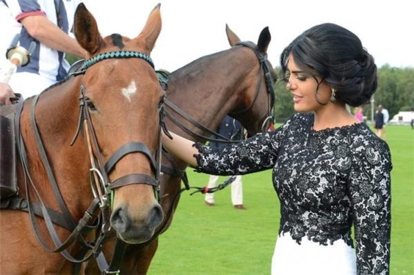 Đây là nàng công chúa Ả Rập xinh đẹp và tài giỏi đang gây sốt toàn cầu