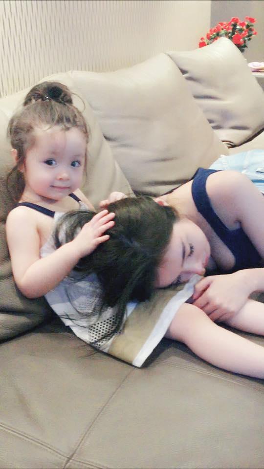 Bình yên trước hình ảnh cực yêu Cadie dỗ mẹ Elly Trần ngủ - Tin sao Viet - Tin tuc sao Viet - Scandal sao Viet - Tin tuc cua Sao - Tin cua Sao