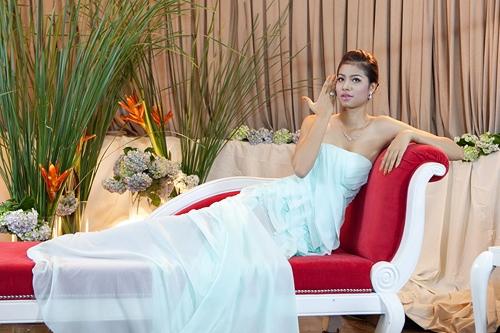 Đó là đoạn TVC quảng cáo mà Phạm Hương thực hiện trong một thử thách của Vietnam's Next Top Model 2010. Những chuyển động cơ thể cũng như biểu cảm của Phạm Hương đều bị nhận xét nhạt nhòa, không có gì đặc biệt, thậm chí khá phô. Tuy nhiên, ở thời điểm đó, Phạm Hương vẫn còn non kinh nghiệm nên sự thể hiện của cô như vậy là điều khá dễ hiểu.