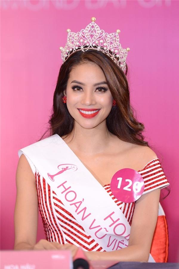 Sau khi Phạm Hương đăng quang Hoa hậu Hoàn vũ Việt Nam 2015, đoạn TVC cũng như những hình ảnh này cũng từng bị dư luận mang ra bàn tán. Đây được xem là bằng chứng cho việc Phạm Hương bị nghi ngờ từng trải qua phẫu thuật thẩm mỹ để có được dung nhan như hiện tại.