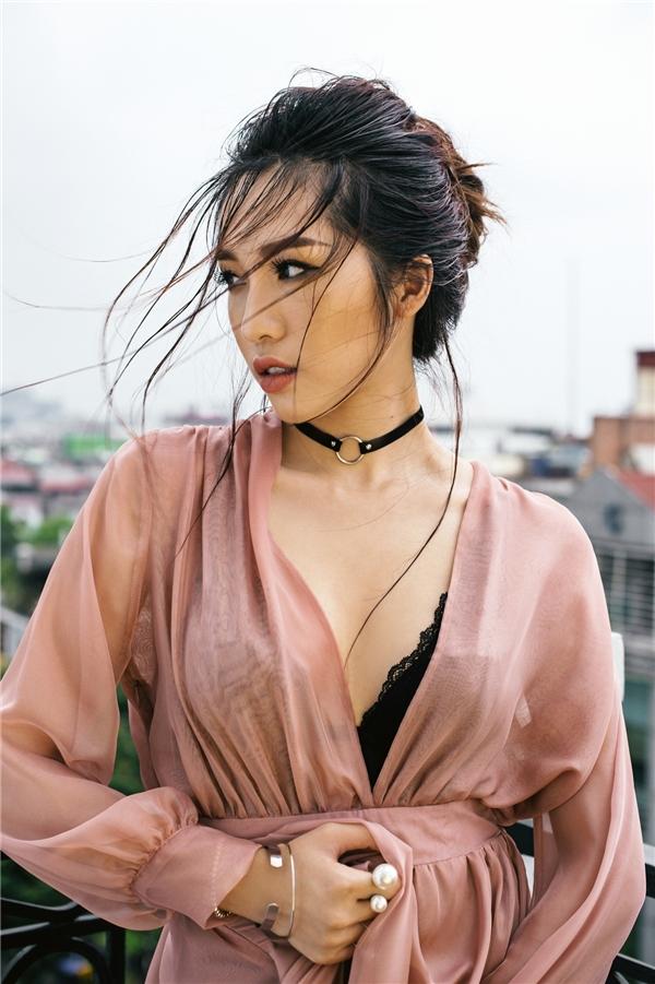 Sau khi Nam tiến để gây dựng sự nghiệp ca hát chuyên nghiệp, Emily cùng Hạnh Sino tham gia vào The Remix 2016. Tuy không thể giành được vị trí cao nhất nhưng 2 nữ ca sĩ vẫn tạo được ấn tượng với gu âm thượng thời thượng cùng phong cách trình diễn sôi động, sáng tạo, nhiều màu sắc.