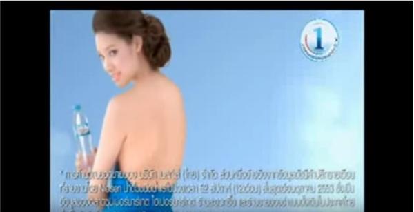 Lilly Nguyễn xuất hiện trong hàng loạt quảng cáo lớn tại Thái Lan, Hong Kong.