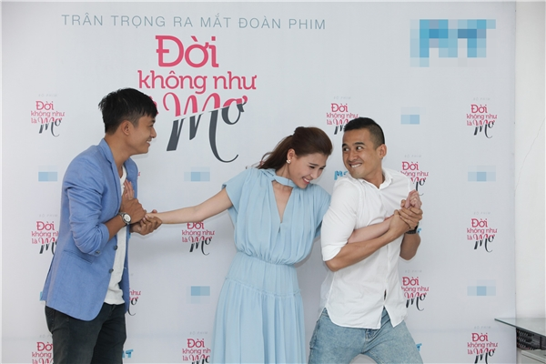 Đời Không Như Mơgồm 30 tập do đạo diễn Khôi Nguyên thực hiện, thuộc thể loại tâm líxã hội pha hài.