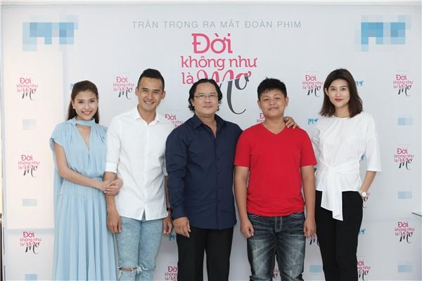 """Nam diễn viênCông Hậu – """"ngườicùng thời"""" vớiLý Hùng, Lê Công Tuấn Anh cũng góp một vai thứ chính trong phim. Hiện tạianh vừa làm đạo diễn, vừa tham gia phim truyền hình."""