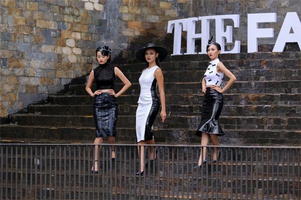 Dù có xích mích với Thu Hiền ở tập trước nhưng ở phần thi đi catwalk trên bậc thang, Mai Ngô tận tình chỉ dẫn Thu Hiền. Hành động tuy nhỏ nhưng đầy ý nghĩa ấy đã khiến cô gái sinh năm 1995 ghi điểm trong lòng công chúng.