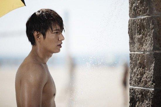 Những cảnh khoe thân nóng bỏng của sao Hàn khiến fan đỏ mặt