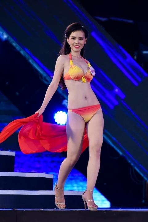 Người đẹpTrịnh Phương Trang - SBD 296, cao 1m67, nặng 50kg, số đo 3 vòng: 82-60-90 cộng với phần đùi không mấy thon thả.