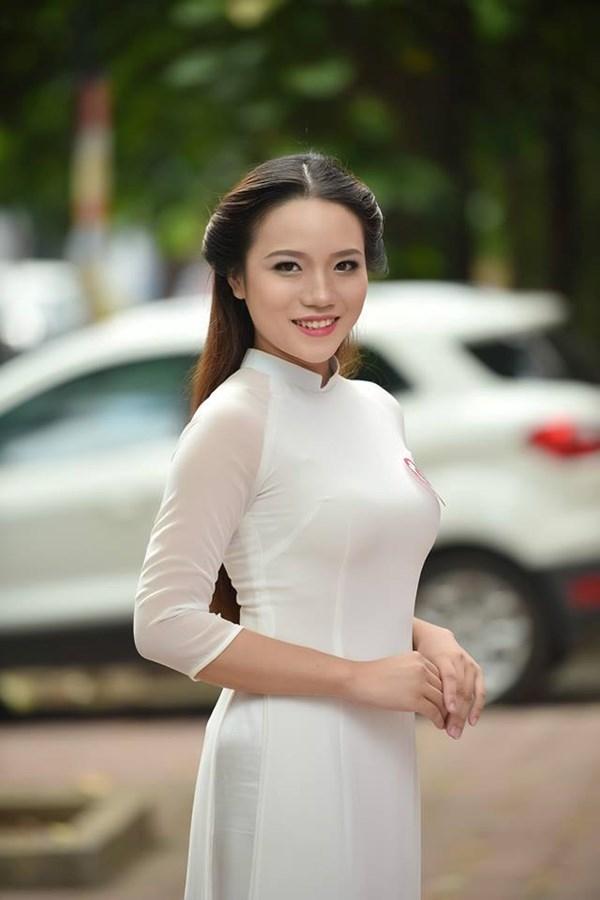 Hoàng Thị Minh Huyền sinh năm1994, sinh viên Đại học Ngoại thương cao 1m63 nhưng vẫn tự tin đăng kí tham dự cuộc thi Hoa hậu Việt Nam. Người đẹp này cho biết mình đi thi để thử sức, khẳng định bản thân chứ không quan trọng kết quả.
