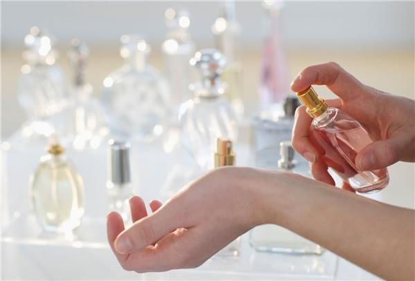 8 mẹo đơn giản giúp bạn giữ hương nước hoa thơm dai và lâu