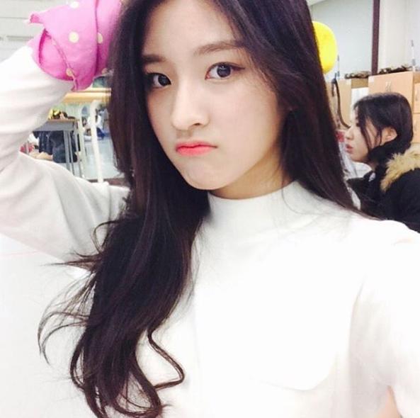 Shin Yeeun là một cô nàng nổi tiếng trong cộng đồng Ulzzang Hàn Quốc.
