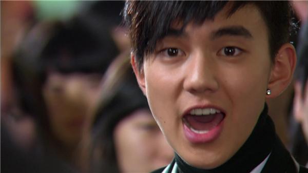 Yoo Seung Ho đã thể hiện trọn vẹn một Hwang Baek Hyun có tính cách cá biệt. (Ảnh: Internet)