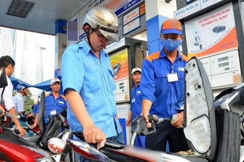 Từ 15ghôm nay, giá xăng sẽ được điều chỉnh giảm xuống lần thứ 3 liên tiếp.
