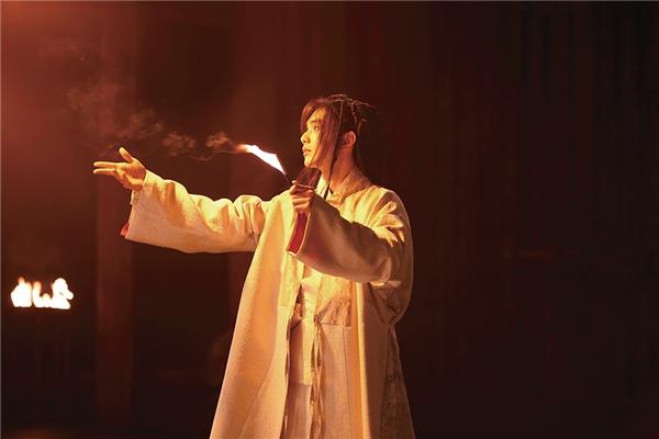 Yoo Seung Ho đã mất gần 1 tháng để học làm ảo thuật. (Ảnh: Internet)