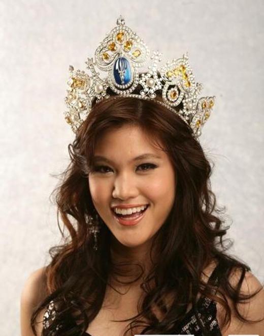 Nhiều người đánh giá cô nàng trông bình thường và không xứng đáng với ngôi vị hoa hậu.
