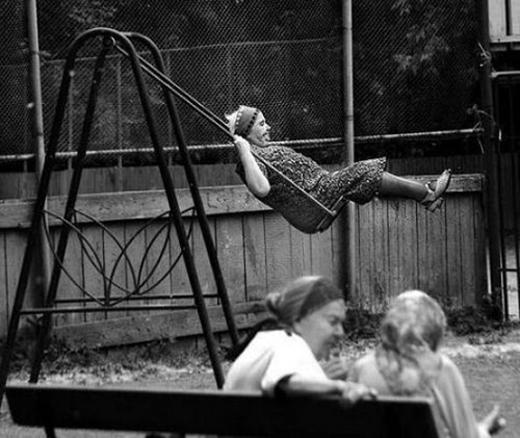 Khi càng lớn tuổi, bạn sẽ hiểu mình muốn gìhơn. Chẳng quan tâm người khác nghĩ gì, bạn chỉ cần làm theo điều mà trái tim mách bảo.