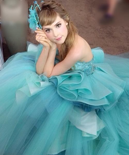 Cô nàng thích phong cách trang điểmdễ thương và hay mặc như công chúa.