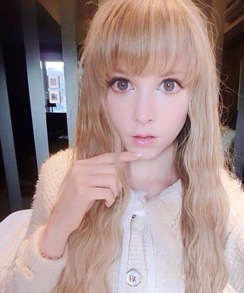 Cô nàng có thể nói thành thạo tiếng Anh và tiếng Nhật.