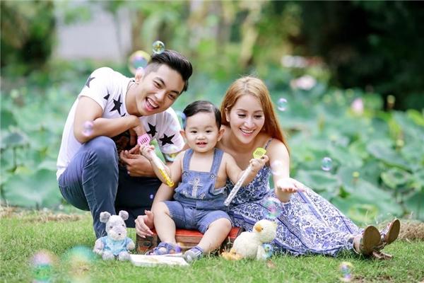 Khánh Thi đang có một gia đình hạnh phúc cùng Phan Hiển. - Tin sao Viet - Tin tuc sao Viet - Scandal sao Viet - Tin tuc cua Sao - Tin cua Sao