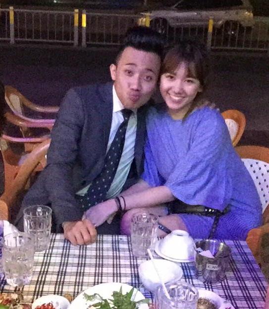 Mới đây, Trấn Thành đã cầu hôn Hari Won sau 6 tháng yêu nhau và được nữ ca sĩ đồng ý. - Tin sao Viet - Tin tuc sao Viet - Scandal sao Viet - Tin tuc cua Sao - Tin cua Sao