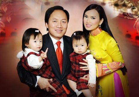 Được biết, chồng Hà Phương là một trong những doanh nhân Châu Á thành đạt nhất tại Mỹ. Ông hiện đang đảm nhận vai tròGiám đốc Quản trị tài sản của Tập đoàn Blackstone vàcó tài sản lên tới 1 tỉUSD (tương đương 21 nghìntỉđồng). - Tin sao Viet - Tin tuc sao Viet - Scandal sao Viet - Tin tuc cua Sao - Tin cua Sao