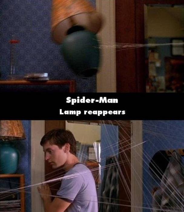 Một cảnh trong Người nhện, khi Peter Parker bắn sợi tơ nhện, chiếc đèn bị kéo bay và đập vào tường vỡ tan. Nhưng cảnh tiếp theo đó, khi cô May gọi với lên, chiếc đèn đã lại nằm nguyên vẹn ở vị trí cũ.