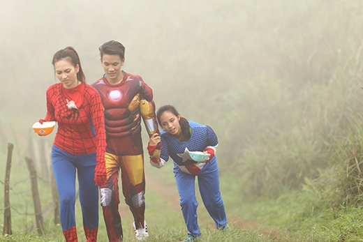 Sau bao nhiêu cố gắng thì 3 siêu anh hùng cũng giữ được nước để lên đến đỉnh núi.