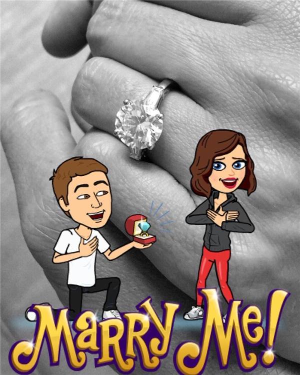Miranda Kerr khoe nhẫn đính hôn lấp lánh với chàng tỉ phú trẻ