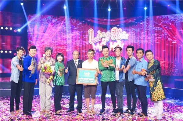 Nhận được tổng điểm 39.9 cho phần dự thi của mình, đội Xém Cười xuất sắc giành giải nhất bảng A của Làng Hài Mở Hội với giải thưởng 150 triệu đồng.