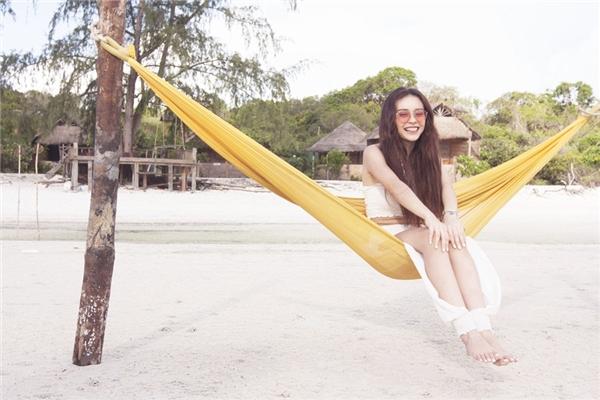 Trước khi giới thiệu MV chính thức, MLee vừa hé lộ clip hậu trường đầy vui nhộn trong thời gian thực hiệntại Campuchia với nhiều tình tiết thú vị.